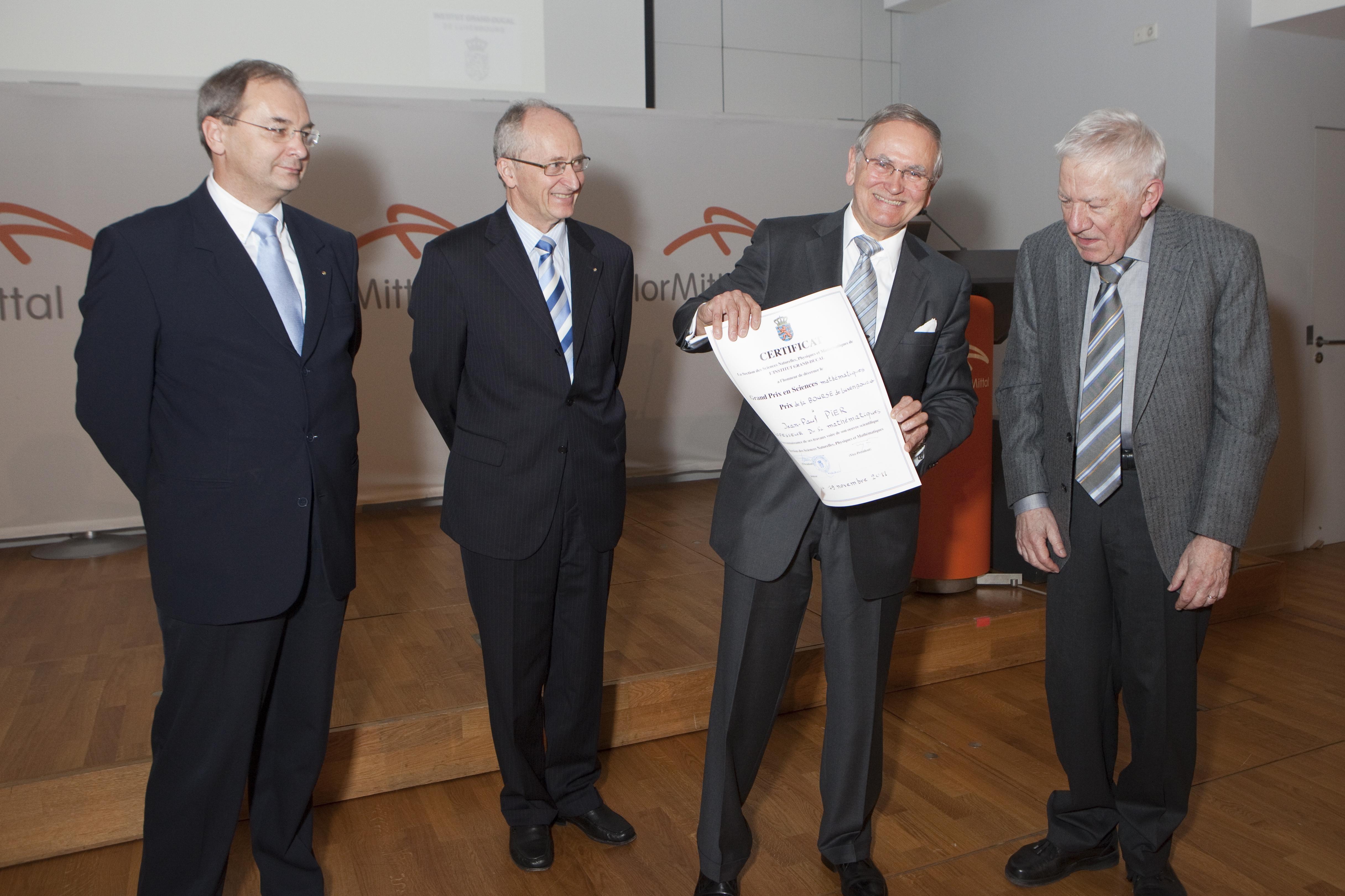 Grand Prix 2011 en sciences mathématiques de l'Institut grand-ducal / Prix de la Bourse de Luxembourg : Professeur Dr Jean-Paul PIER (Centre Universitaire de Luxembourg) / lauréat